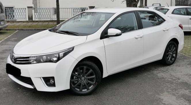 Toyota_Corolla_2017
